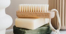 Cepillo exfoliante: qué es, cómo utilizarlo y cómo elegir uno